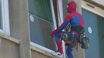 'C'est Spiderman...'