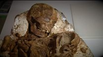 Mother and child found in each others' arms, after 4,800 years