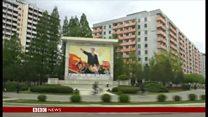 BBC記者、北朝鮮に到着 まずはカゴの鳥
