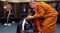 タイの仏僧がレスター・シティを祝福 優勝はそのおかげ?