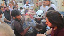 O impressionante resgate de crianças após bombardeio em Aleppo