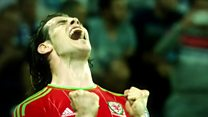 Rhys Ifans yn tanio'r emosiynau cyn gêm Cymru