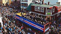 Estallido de felicidad en Islandia al recibir a su heroica selección de fútbol