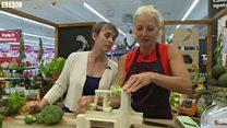 野菜の切り方、買い物客にアドバイス