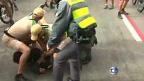 El momento en que un hombre intentó robar la antorcha olímpica