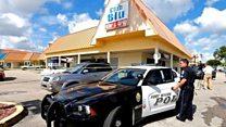 フロリダで銃乱射、2人死亡 10代向けパーティーで