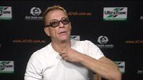 El momento en que el actor Jean-Claude Van Damme abandona una entrevista en televisión