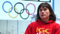 Ginasta faz história como a mais velha a competir na Olimpíada e tenta superar atletas com metade da sua idade