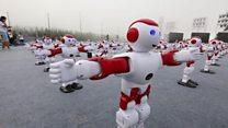 Новый рекорд: 1007 танцующих роботов