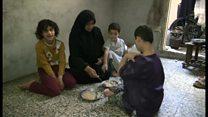 「木の葉をむしって料理」シリア・アレッポ包囲下の住民