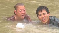 Dramático rescate de una mujer a punto de ahogarse y su perro en las inundaciones de Luisiana, EE.UU.