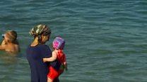 Франция: споры из-за запрета на появление в буркини на пляже не утихают