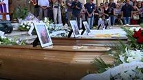 【イタリア中部】 犠牲者の合同葬儀、続く捜索