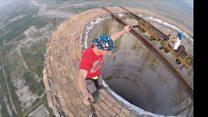Romeno se equilibra de monociclo a 250m de altura - e sem segurança