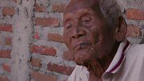O homem que diz ter 145 anos – e que continua fumando e com a lápide pronta no quintal de casa
