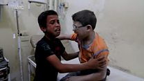 O comovente momento em que dois meninos sírios ficam sabendo da morte do amiguinho