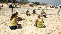 Projeto no Rio usa esporte na praia para mudar visão sobre deficiência
