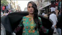 パキスタンで女性たちがフラッシュモブ 各方面から怒り