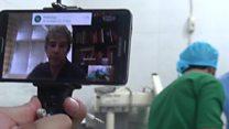El doctor que guía una operación de un herido de guerra en Siria a través de Skype