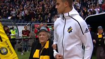 El enternecedor homenaje del AIK Solna a sus seguidores más viejos