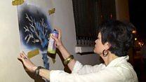 80-летняя бабушка рисует граффити в Париже
