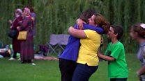 O reencontro emocionante entre jornalista da BBC e família refugiada que conheceu na Síria