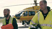 ウィリアム英王子 なぜ伝統を破り民間救急ヘリのパイロットに