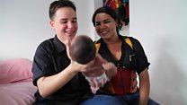 O casal transgênero em que o pai deu à luz um menino