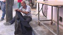 A angústia de um pai que resume o desespero da população em Aleppo