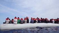 Спасение сотен мигрантов у берегов Италии