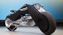 Así es la motocicleta que no se cae, no contamina y no necesita casco