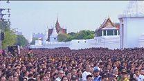 ادای احترام هزاران نفر به پادشاه درگذشته تایلند