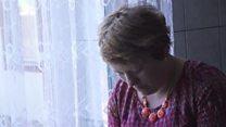 頭に銃突き付けられ「笑え」と――人身売買されたルーマニア女性たち