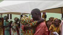 O emocionante reencontro familiar de estudantes sequestradas pelo Boko Haram na Nigéria