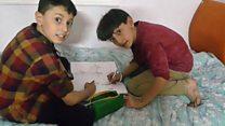 'Não nos esqueçam, não queremos morrer': irmãos de 11 e 12 anos descrevem a vida na cidade sitiada de Aleppo