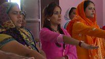 انڈیا میں عورتوں کا پردہ نہ کرنے کا عہد