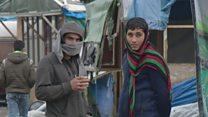 """ТВ-новости: выселение из """"Джунглей"""" – мигранты покидают лагерь в Кале"""
