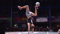 Los increíbles trucos del argentino campeón del mundial de Freestyle