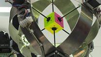 Un robot alcanzó un nuevo récord para armar el cubo de Rubik