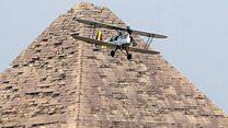 طائرات قديمة تطير في جولة عبر أفريقيا