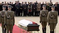 На телах Леха Качиньского и его жены Марии ищут следы взрывчатки