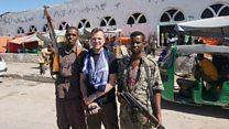 سائحو الحروب: الرجل الذي يقضي عطلاته الصيفية في مناطق الحروب