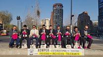 Hombres Tejedores: los chilenos que desafían prejuicios armados con agujas e hilo