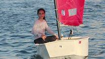 فتاة من غزة  تمارس رياضة الشراع