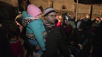 عائلات تفر من حلب الشرقية عبر خطوط التماس