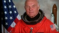 وفاة اول رائد فضاء امريكي يكمل دورة حول الارض
