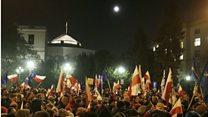 Polish protesters block parliament
