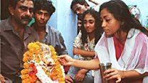 'معجزه' شیر نوشیدن یک خدای هندو