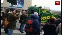 """""""لحظه خروج کامیون قاتل از بازار کریسمس برلین"""""""