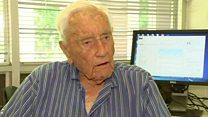 عالم يبلغ من العمر 102 عاما يرفض التقاعد